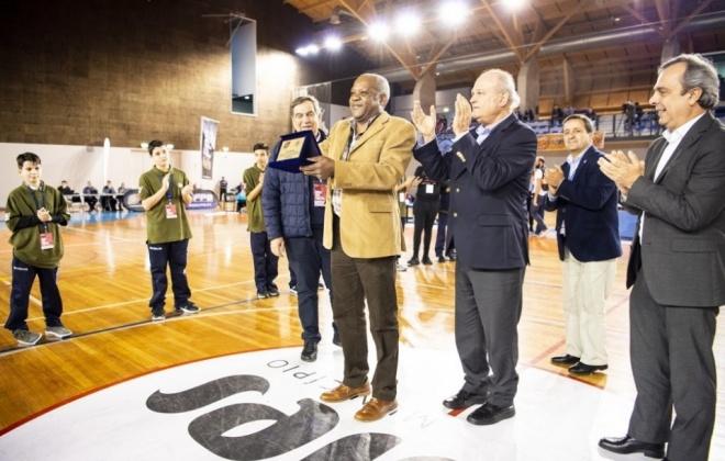Federação Portuguesa de Basquetebol homenageou Timóteo Pfumo Júnior