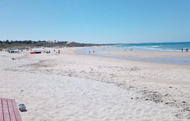 Praia de São Torpes já conta com nadadores salvadores