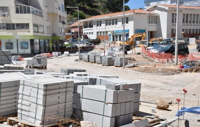 Decorrem a bom ritmo as obras de requalificação da envolvente ao Mercado de Santiago do Cacém