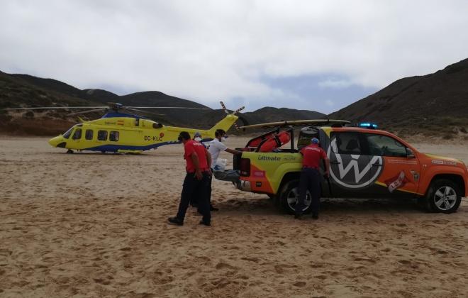 Autoridade Marítima Nacional colabora no resgate e assistência de surfista na praia do Amado em Aljezur