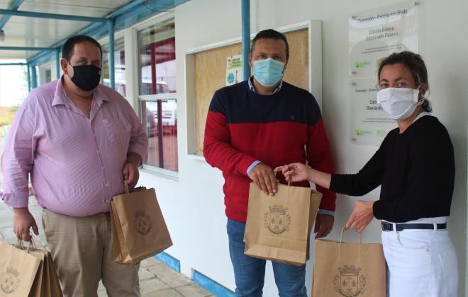 Junta de Freguesia do Torrão entrega material escolar