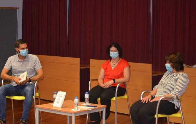 O livro O Hamster fugiu de Liliana Rodrigues foi apresentado hoje em V. N. Santo André