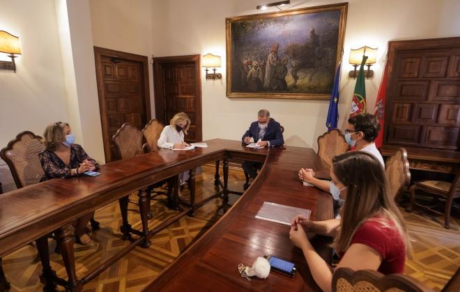 Câmara de Alcácer do Sal assinou consignação da empreitada de remodelação de infraestruturas de Foros de Albergaria