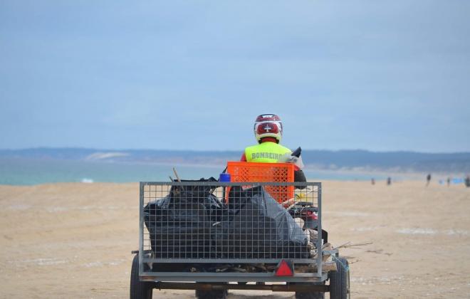 Associação Litoral Aventura realizou limpeza de praia