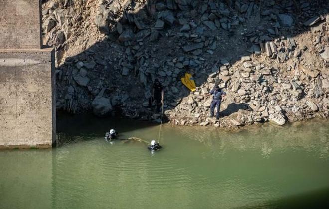 Carro descoberto na barragem de Santa Clara em Odemira