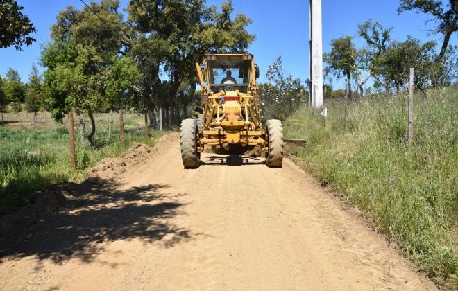 Câmara de Santiago do Cacém lança concurso para pavimentar caminhos rurais